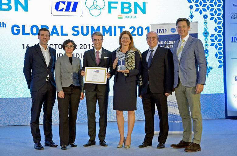 Family-Award_rdax_1739x1152_65
